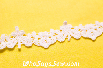 2.5cm Wide Vintage Feel Crochet Cotton Lace Trim By The Metre in Snow& Natural White. C095