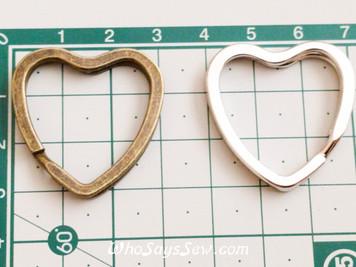 4x Heart Shaped Flat Split Rings in Shiny Silver/Antique Brass. Fabulous Quality.
