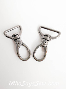 "2x Top-Quality 2cm (3/4"") OR 2.5cm (1"") Swivel Snap Hooks in Gunmetal."