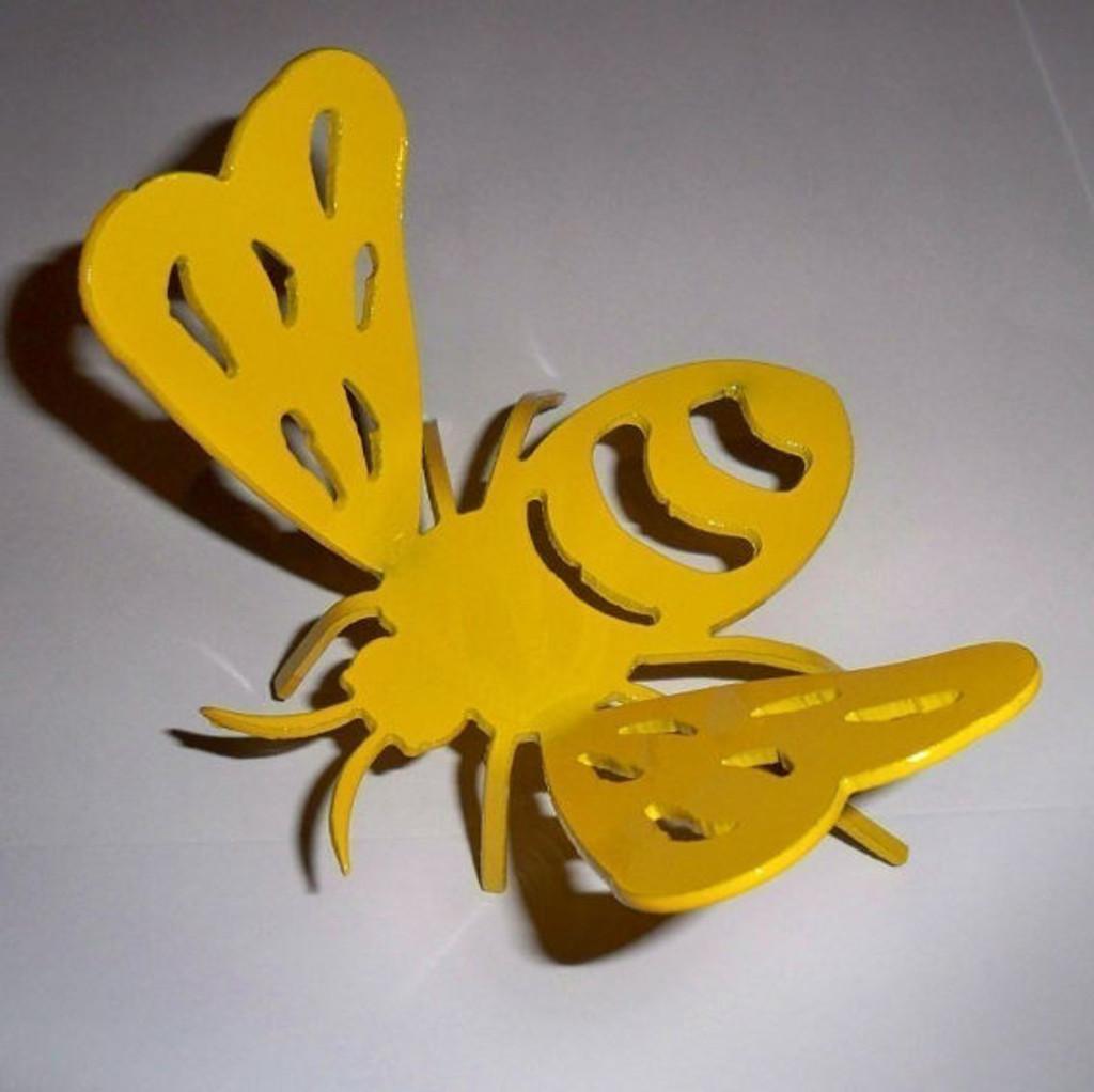 Bumble Bee Garden Figurine Metal Art Sold in lots of 3  (X12)