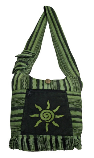 Large barrel bag with woven material and great sun patch. Strap pocket and zipper front pocket