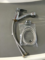 FAUCET WITH CHROME SPRAYER WITH SQUARE HANDLE