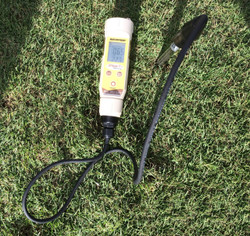 Field Scout EC Soil Meter with case - Use meter probe directly in the soil