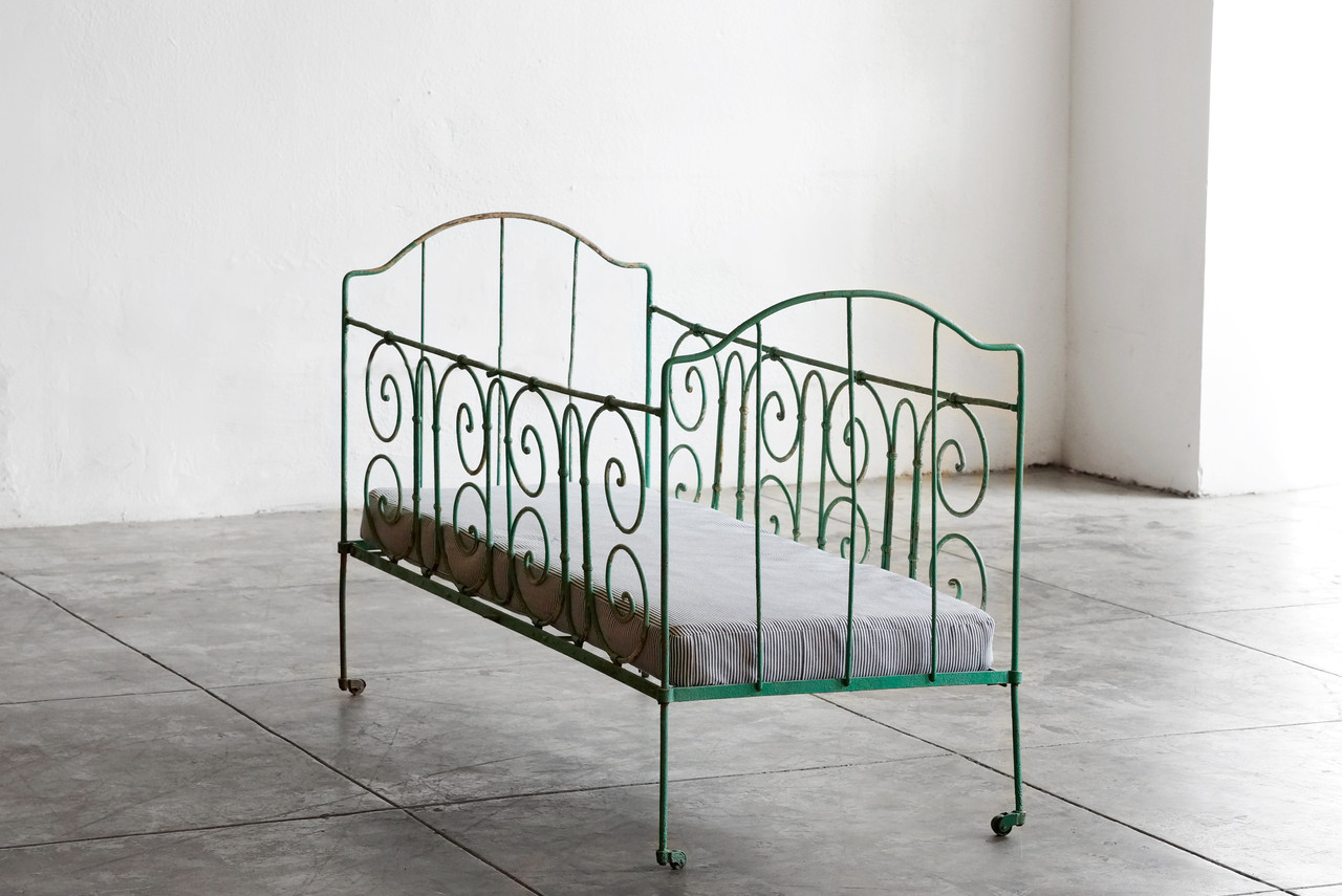 Antique french iron bed - Sold Antique French Wrought Iron Baby Crib