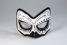 /day-of-the-dead-1-2-skull-mask-with-eyeglass-design/