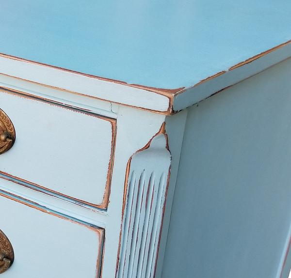 Federal Style Bowfront Dresser Corner detail