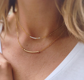 Tiny Pearl Short Necklace in Gold (NPC418)