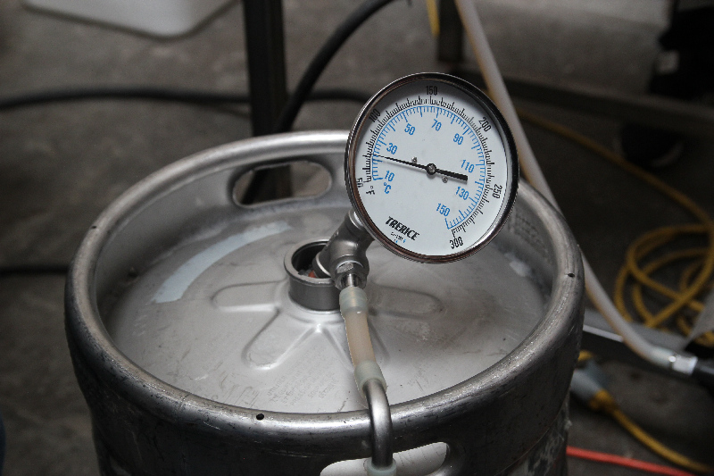 34-keg-fermenter-with-output-thermometer.jpg