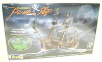 Revell 00386 CARIBBEAN PIRATE SHIP 1:72 Scale Model Kit Pirates bcg