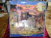 BRITAINS LION'S CASTLE Knights Sword In Box 20 Figures z
