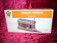 Bachmann 45171 HO PLASTICVILLE FREIGHT STATION Kit Building Scenery z