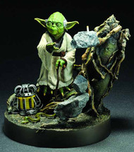 Star Wars Yoda ARTFX Statue Empire Strikes Back Version -- DEC111753