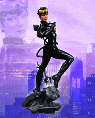 DC Comics Cover Girls Catwoman Statue -- Dark Knight -- JUL120273