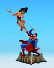 Wonder Woman Vs Superman Mini Statue -- NOV110247
