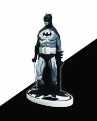 Batman Black & White Statue Mike Mignola Variant -- NOV110251