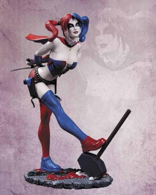 DC Comics Cover Girls Harley Quinn Statue -- SEP120277