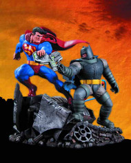 Dark Knight Returns Superman Vs Batman Statue Frank Miller -- AUG120309