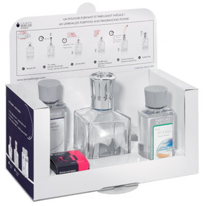A concentration of purity and simplicity, this is the ideal Lampe Berger introductory boxed set including a clear glass round shaped lamp, a AIR PUR SYSTEM 3C® catalytic burner, 1 funnel, 1 stopper, an Essential Neutral fragrance 180ml and an Ocean Breeze fragrance 180ml.
