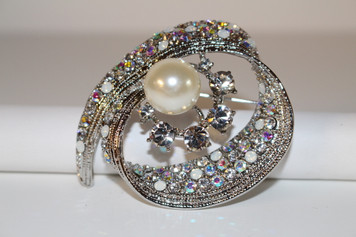 "Silver Brooch with Clear Crystals and Pearls (1 1/2"" diameter)"