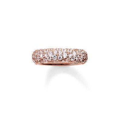 The stunningly-designed structure of the irregularly-set, white pavé zirconia lends the magically-dazzling CRUSHED PAVÉ ring its extraordinary sparkle. A setting crafted from radiant 18kt rose gold plating envelops this feminine band ring with a harmonious symphony of colours that completes the tricolour look of the CRUSHED PAVÉ range.
