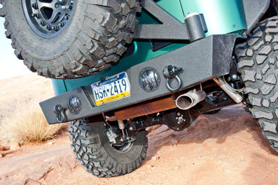 """Our easy-to-use pivoting tire carrier can accommodate a 40"""" tire."""