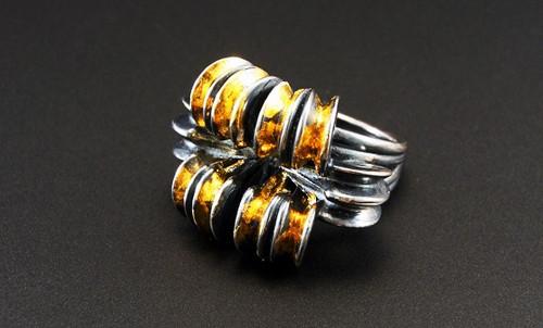 Sway Ring Black & Gold