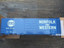 Weaver N&W (blue) 40' PS-1 box car, 3 rail or 2 rail