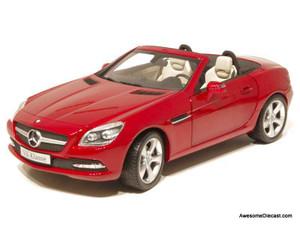 ONLY ONE - Minichamps 1:18 2011 Mercedes-Benz SLK-Class
