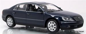 Minichamps 1:43 2002 VW Phaeton: Metallic Blue