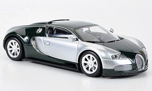 Minichamps 1:43 2009 Bugatti Veyron Spyder: Chrome/Green