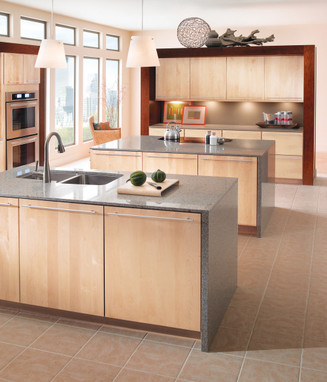 Maple kitchen in natural kraftmaid for Kraftmaid closet systems