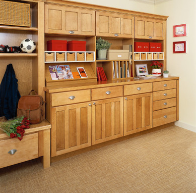Maple entryway in ginger with sable glaze kraftmaid for Kraftmaid closet systems