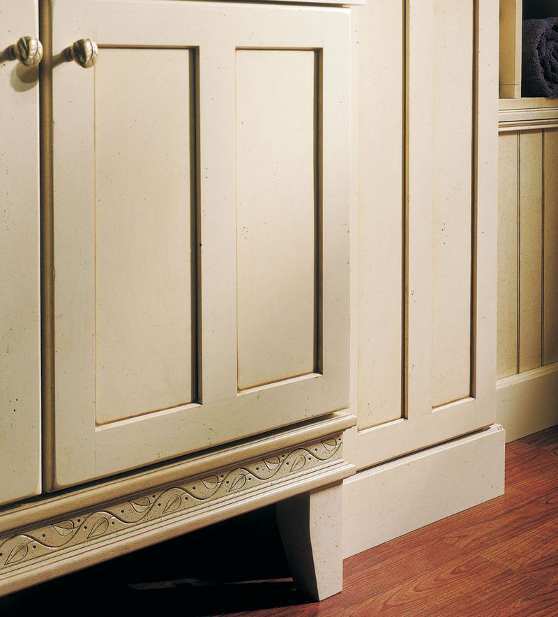 Kraftmaid Insert For Classic Crown Molding Kitchen Cabinet: Ivy Insert