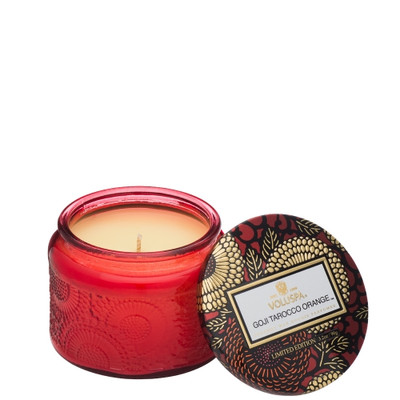 With a cult like following Goji & Torocco Orange is a home fragrance classic. Fragrant notes of zesty Italian Torocco Orange, juicy mangoes and red Himalayan goji berries combine to create an uplifting fresh candle experience that can be enjoyed all year round.