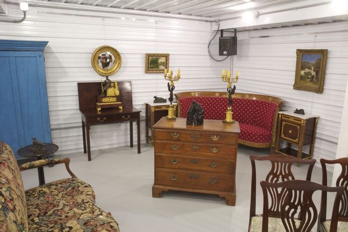 Silla Fine Antiques Showroom