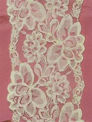 P1909 Ivory Alencon Lace Trim