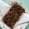   Mueslikoek met rozijnen, noten en honing  