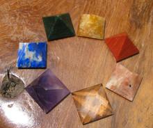 7 PYRAMID CHAKRA SET ~ MIXED STONES ~ BLACK CARRYING CASE