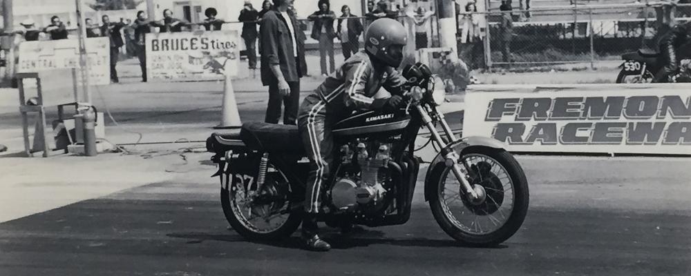 Tony Nicosia drag racing a 1975 Kawasaki Z1 900 Freemont drag strip.