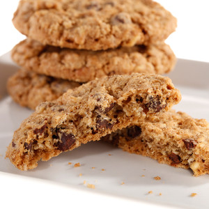 HEARTY & CRUNCHY ORIGINAL COOKIE: Chocolate Chip, Oats & Walnuts