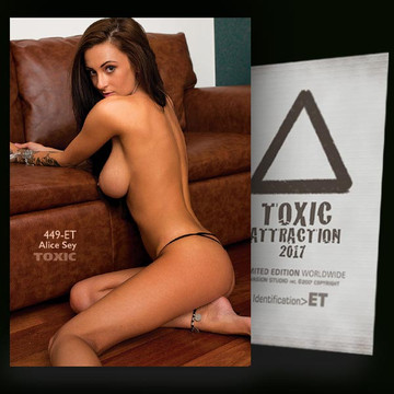 Alice Sey / Beside sofa [ # 449-ET ] TOXIC ATTRACTION cards