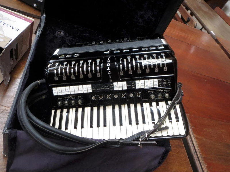 A piano accordian