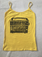 Fresko design, an old radio on a bright yellow cotton summer tee. Size L (think M). Conga design shop, Havana.