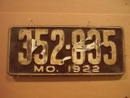 1922 Missouri 352 835 license plate DMV clear