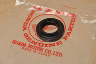NOS Honda C200 CA200 CB125 S CM91 CT200 CT90 Front Wheel Oil Seal 91252-030-000