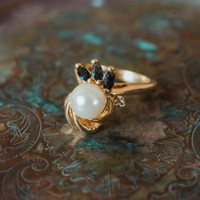 Vintage 1970s Faux Pearl Ring with Sapphire Swarovski Crystals 18kt Yellow Gold Electroplated Made in USA
