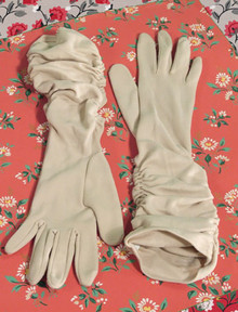 Long 1950s beige caot gloves