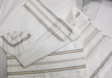 Gabrieli Silk Tallit Set With White Background 7