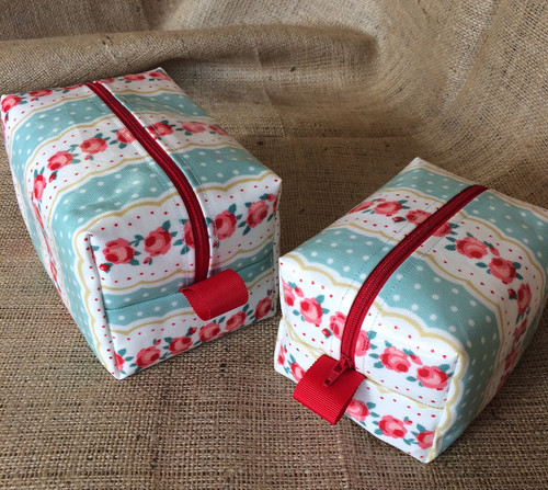 Oilcloth Wash Bag Sewing Kit in Vintage Stripe