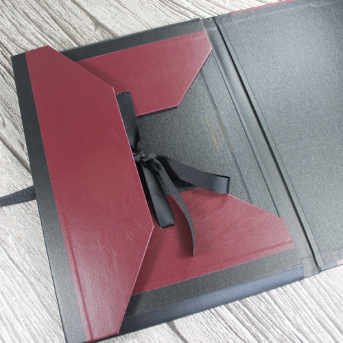 A4 Burgundy & Black Art Portfolio / Cachet Portfolio